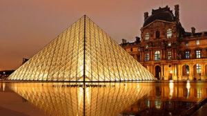 Париж Лувр вечером