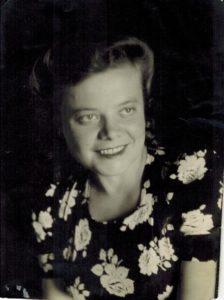 Старая фотография мамы